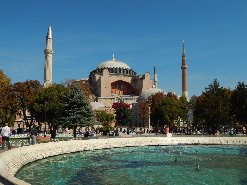 Aya Sofya/Hagia Sophia: a basilica turned into a mosque which is further turned into a museum